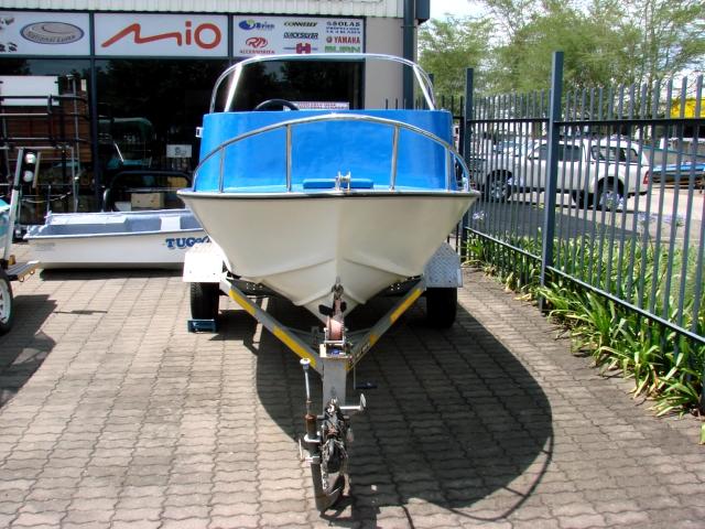 14.6 ft Ski boat 2